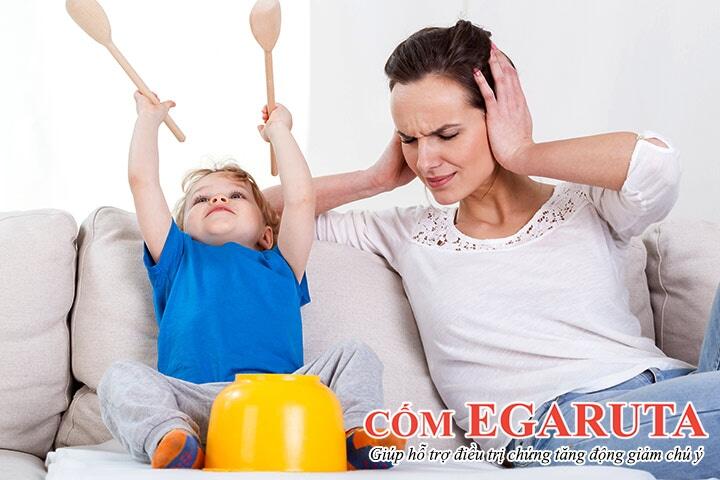 Trẻ quá nghịch ngợm, tăng động khiến cha mẹ luôn bị đau đầu